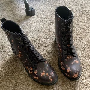 Coconuts by Matisse floral boots size 8